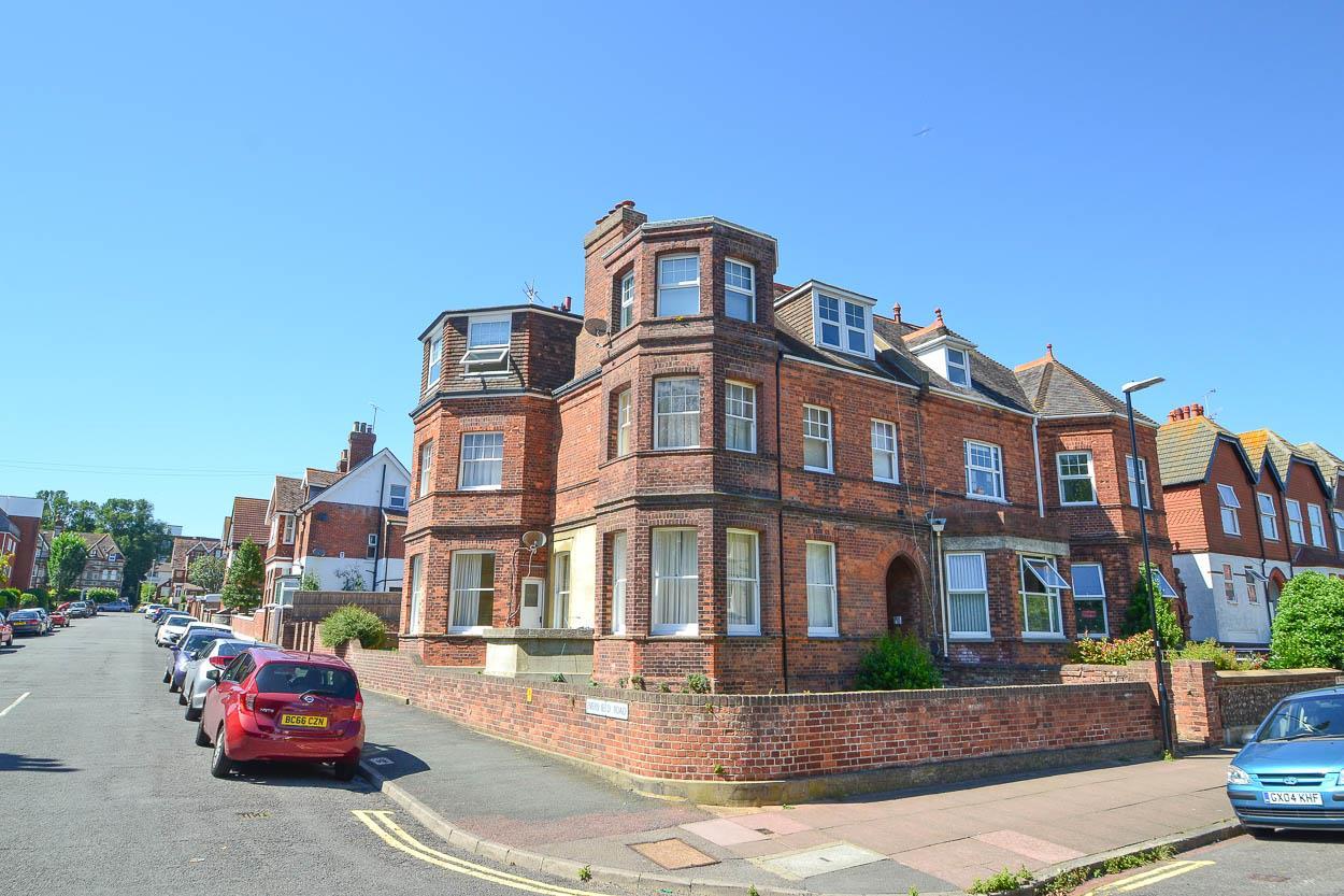 2 Bedrooms Flat for sale in Hartfield Road, Eastbourne